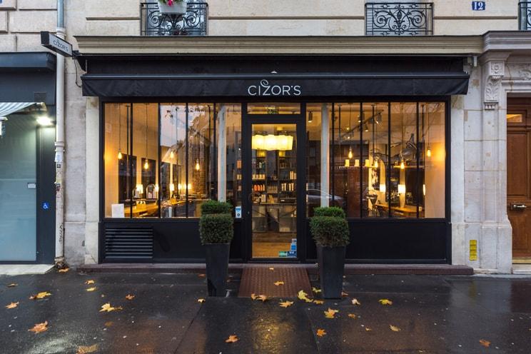 cizors-paris-11-renovation-salon-de-coiffure-architecture-interieur-favresse-architectes-01-min