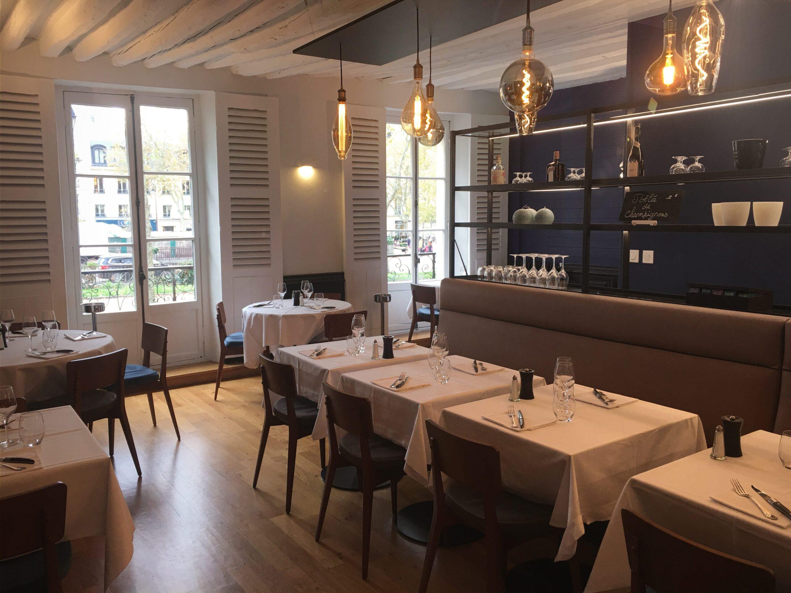 bleu-blanche-rouge-versailles-amenagement-restaurant-architecture-interieur-favresse-architectes-02-min